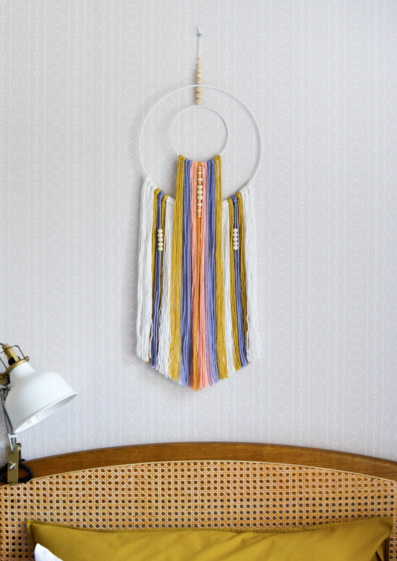 Global boho kids bedroom makeover - DIY wall hanging