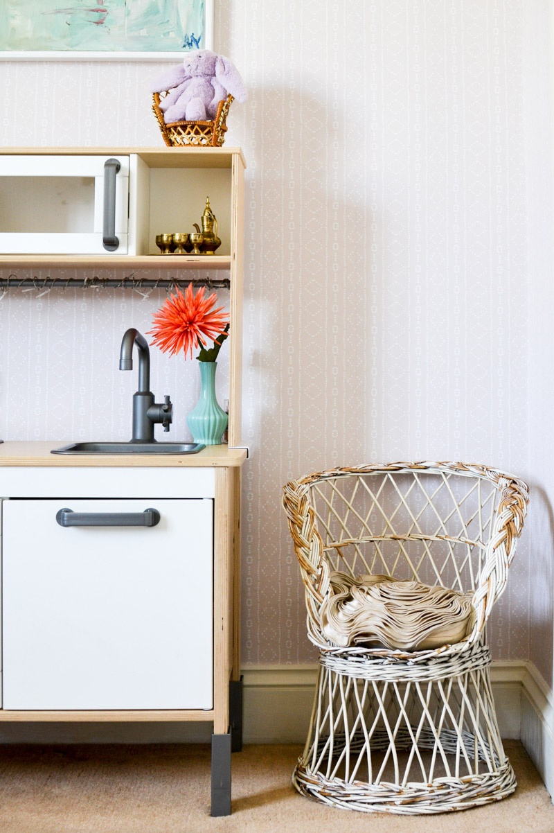 Global boho kids bedroom makeover - Ikea Duktig + thrifted chair